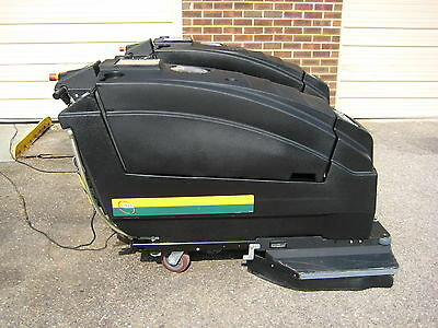 33-inch under 300HR USED NSS WRANGLER 3330 Automatic Floor Scrubber