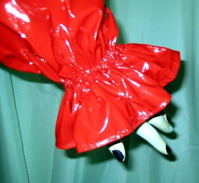 Lackkleid lang enger Kragen Zofe Rüschenärmel Vinyldress Narrow high Collar Maid 8