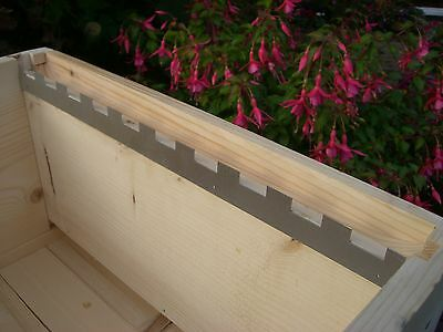 12 Castellated frame spacers (6 pairs) holding 10 frames
