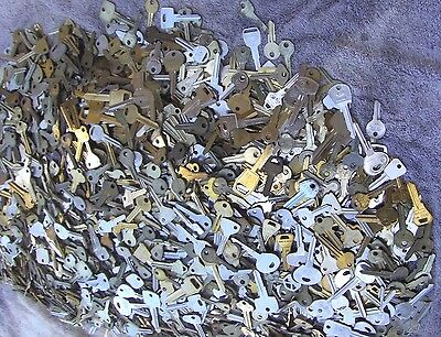 Large Lot of  Misc Key BLANKS 3 pounds HOUSE,CARS,etc.  Some old  &  vintage 2