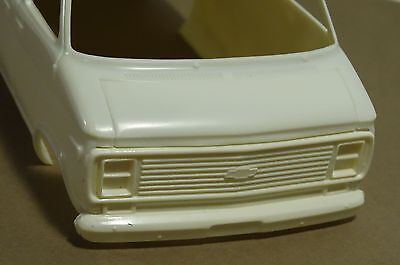amt custom chevy van resin front grill w dual square head lights