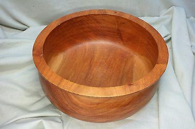 Recipiente de madera rebajado. Wooden bowl lowered. 4