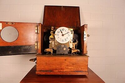 Vintage Oak Cased Industrial Mechanical Clocking-In Clock 5