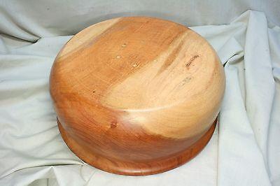 Recipiente de madera rebajado. Wooden bowl lowered. 3