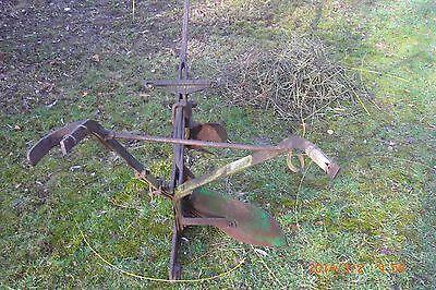 alter historischer Kartoffelpflug Pflug Einscharpflug mit Vorschähler  Pferdezug