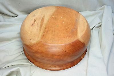 Recipiente de madera rebajado. Wooden bowl lowered. 2