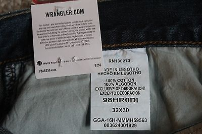 NWT Wrangler Jeans Co Men/'s Relaxed Fit Boot Leg Opening Denim Jeans Low Waist