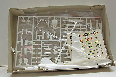 Revell 4019     Grumman  A-6A  Intruder  .   Bausatz  1:100
