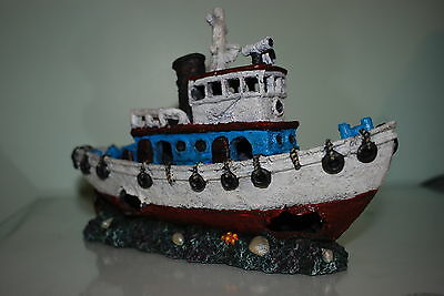 Stunning Aquarium White & Blue Detailed Tug Boat Decoration 30.5 x 12 x 20 cms 2