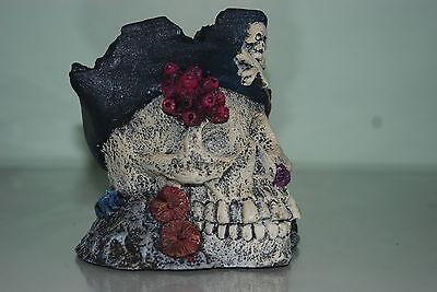 Aquarium Detailed Large Skull & Pirate Hat Decoration 15 x 14 x 14.5 cms 2