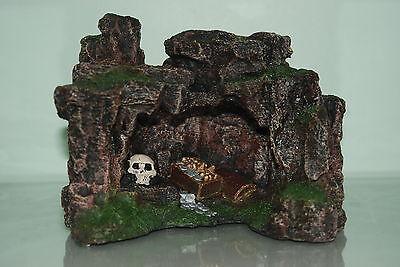 Aquarium Rock Cave with Skull & Treasure 22.5 x 17.5 x 17cms Aquarium Ornament 2