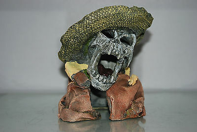 Aquarium Detailed Laughing Pirate Skull Remains Hat Decoration 15 x 13 x 16 cms 5