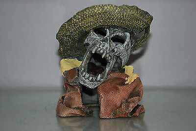Aquarium Detailed Laughing Pirate Skull Remains Hat Decoration 15 x 13 x 16 cms 3