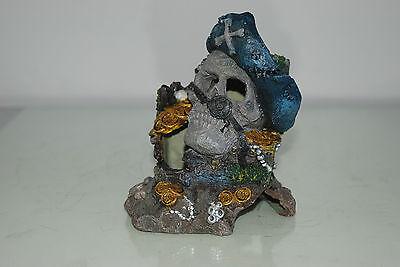 Aquarium Detailed Medium Pirate Skull With Treasure Decoration 12 x 9 x 15 cms 6
