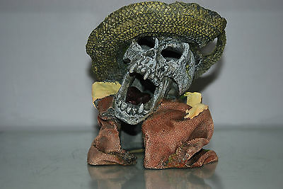 Aquarium Detailed Laughing Pirate Skull Remains Hat Decoration 15 x 13 x 16 cms 7