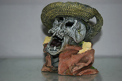 Aquarium Detailed Laughing Pirate Skull Remains Hat Decoration 15 x 13 x 16 cms 6