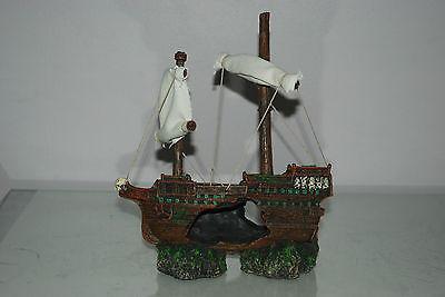 Aquarium Sunken Shipwreck & Sails Decoration 21 x 6 x 24 cms For All Aquariums 2