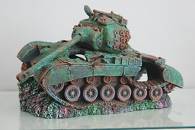 Stunning Aquarium Large Battle Tank Decoration 34 x 21 x 21 cms 2