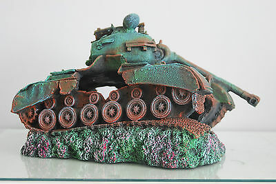 Stunning Aquarium Large Battle Tank Decoration 34 x 21 x 21 cms 6