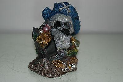 Aquarium Detailed Small Pirate Skull With Treasure Decoration 10 x 8 x 11 cms 5