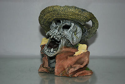 Aquarium Detailed Laughing Pirate Skull Remains Hat Decoration 15 x 13 x 16 cms 2
