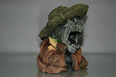 Aquarium Detailed Laughing Pirate Skull Remains Hat Decoration 15 x 13 x 16 cms 4