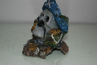 Aquarium Detailed Small Pirate Skull With Treasure Decoration 10 x 8 x 11 cms 4