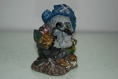 Aquarium Detailed Small Pirate Skull With Treasure Decoration 10 x 8 x 11 cms 2