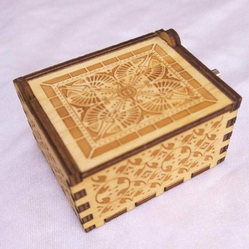 Hand Crank Wooden Engraved Queen Music Box Kids Christmas Gift 64*52mm 8