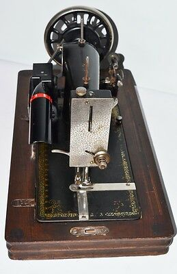1930's HARRIS FAMILIY 2H Sewing Machine with Electric Motor -FREE P&P [PL2107]
