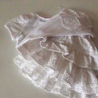Girls white skirt and top set - age 3-4 5