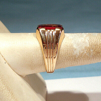 SOLID 10K YELLOW Gold Synthetic Ruby Masonic Ring ~ Size 10 1/4