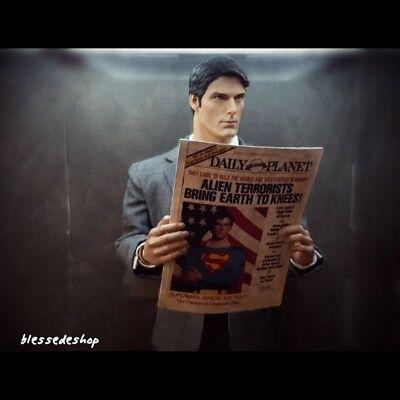 No DC Superman Clark Kent Action Figure Movie 1//6 Scale Daily Planet Newspaper