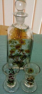 3 Glasflaschen mundgeblasen mit eingeschliffenem Glasstopfen 3,2,6 Trinkgläser 3