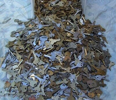 Lot of  Misc Keys 1.5 Pounds (LBS)  HOUSE,CARS.  Some old     Arts    Crafts 2