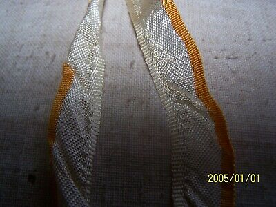 Ancien ruban  tout en soie à volants. Début XXème. Couleur crème et jaune. N°704 3