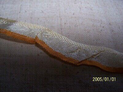 Ancien ruban  tout en soie à volants. Début XXème. Couleur crème et jaune. N°704 4