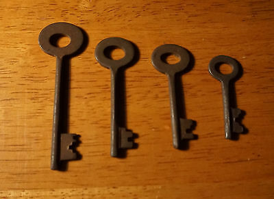 Set of 7 Rustic Cast Iron 19th Century Style Cabinet Skeleton Keys Rusted Finish 4
