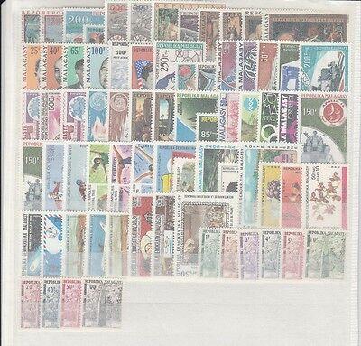 Madagascar rare lot de  timbres neufs  poste et  PA et taxes **   TTB 2