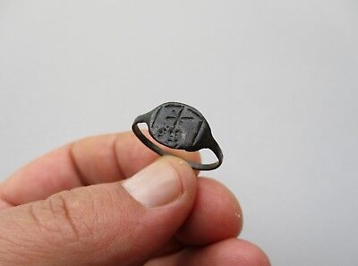 ancient Byzantine nicely engraved star above hill, in bronze ring
