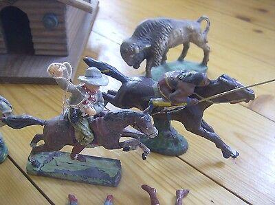Konvolut Massefiguren Indianer/Cowboys - Planwagen/Ranch/usw (Hauser//Elastolin)
