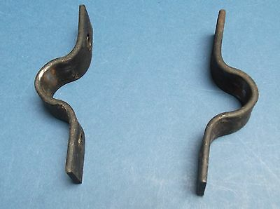 2 Iron Bracket 9cm long, 2cm wide, 2cm at widest In good condition 2