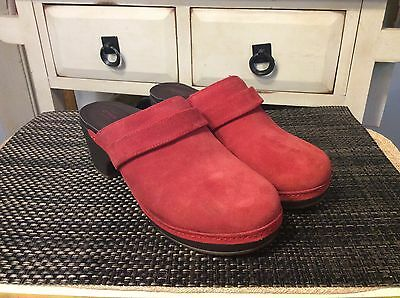 4a45e7ba8 CROCS WOMENS SARAH Suede Clog Sz W7 Black or Red or Maroon -  32.00 ...