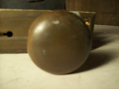 2 avail. bronze beveled plates round knobs (DH 46) 3