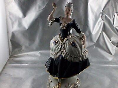Royal Dux Figur Rokoko Dame mit Blume in der Hand