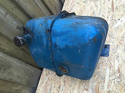 5143   2 Bremsbacken für Hinterachse eine Seite Ford Super Dexta OEM81717317 T