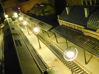 10 graue Ringlampen LED Bahnsteiglampen, ca. 65 mm hoch, H0 TT (aus Metall)