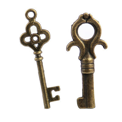 18x Assorted Antique Vintage Old Look Bronze Skeleton Keys Steampunk Pendants