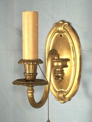 AN ELEGANT PAIR OF EARLY 20th CENTURY ART NOUVEAU BRASS OVAL BACK SCONCES 2