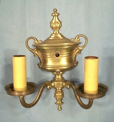 ANTIQUE PAIR OF EARLY 20th CENTURY CLASSICAL URN BACK DOUBLE ARM BRASS SCONCES 4